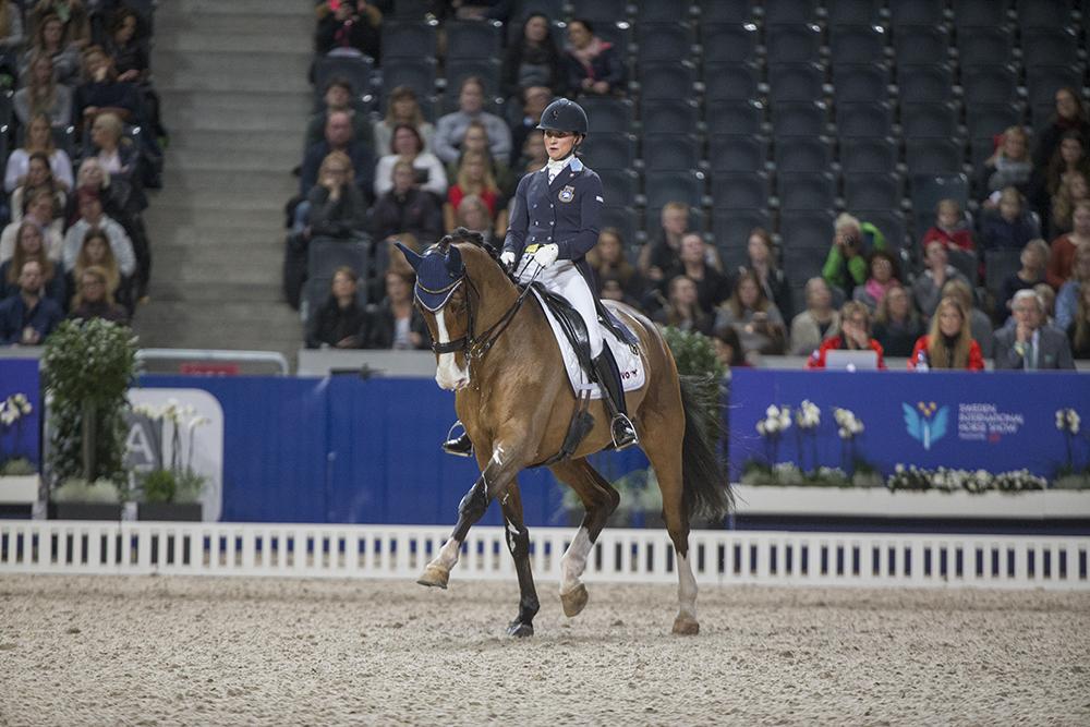 Friends Arena 161125 Minna Tedde och Isac vann Lövsta Future Challenge Ung Hästar kval. Photo: Roland Thunholm  Code: 718 35